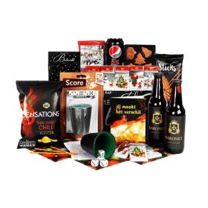 Uitgebreide bruine kerstpakketten vol met drank en etenswaren
