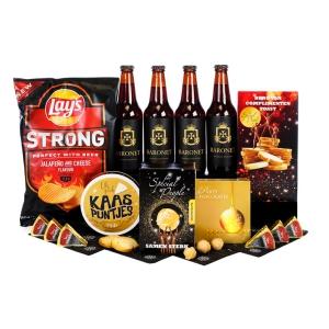 Uniek borrel kerstpakket vol met drank, chips en andere versnaperingen