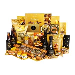 Geel kerstpakket vol met producten voor je medewerkers